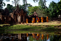 Monks at Banteay Srie